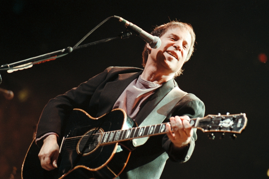 See Paul Simon Perform 'Graceland' Classic From 'Hyde Park