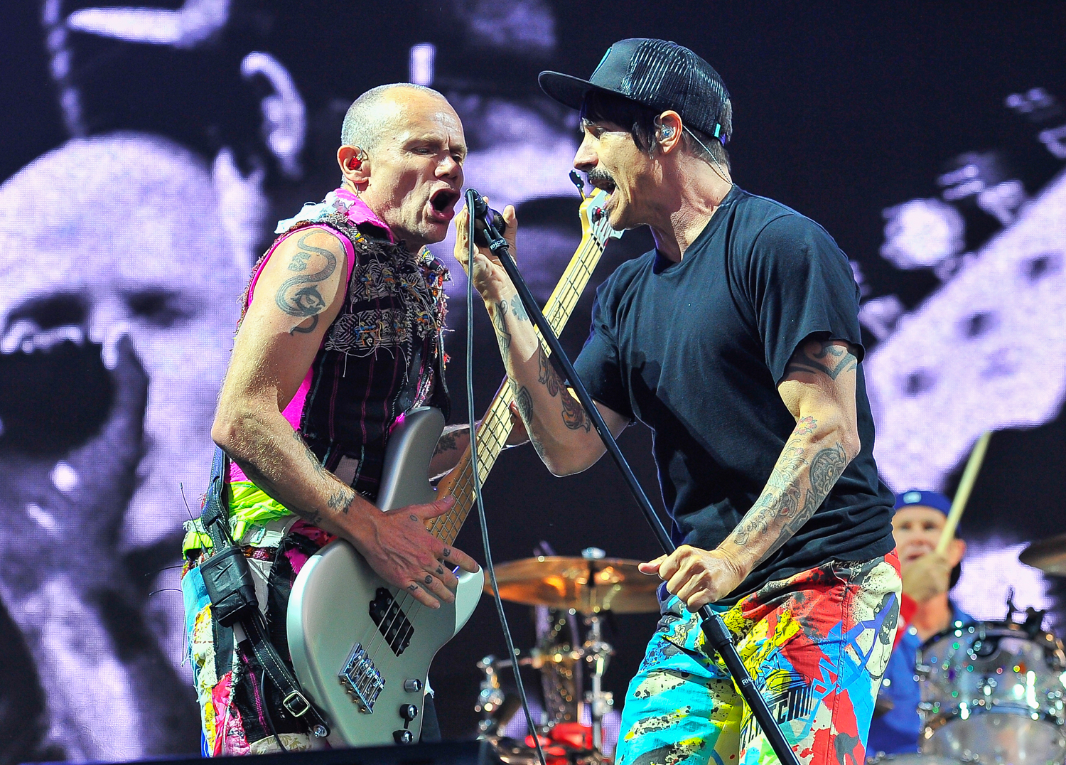 red hot chili peppers expand 2017 north american tour rolling stone. Black Bedroom Furniture Sets. Home Design Ideas