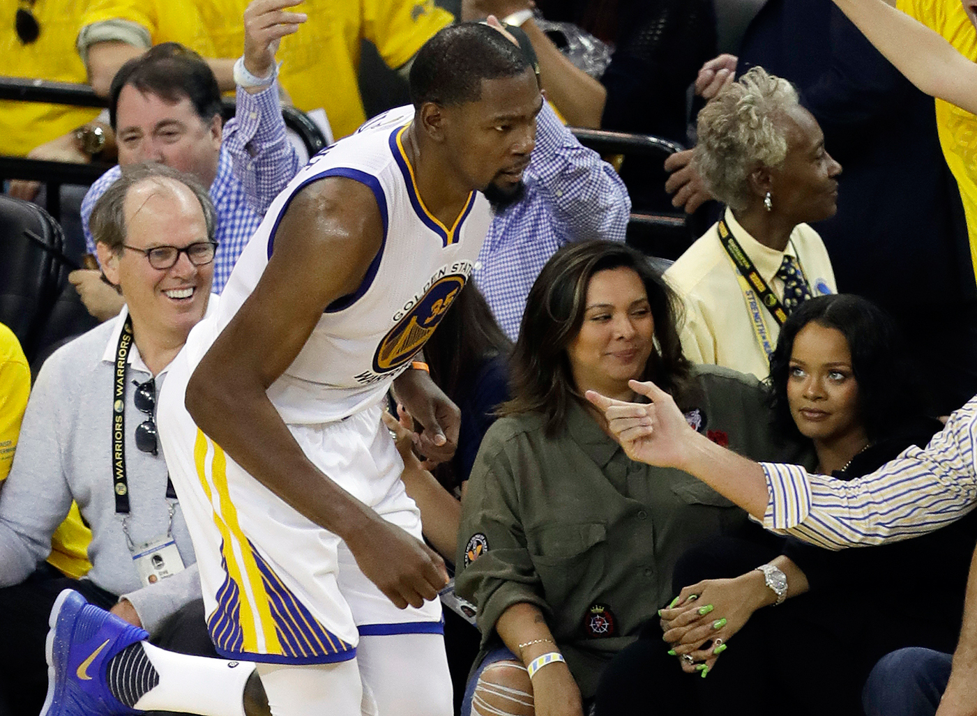 1e42ad2b6cf0 Rihanna Heckles Kevin Durant During NBA Finals Game – Rolling Stone