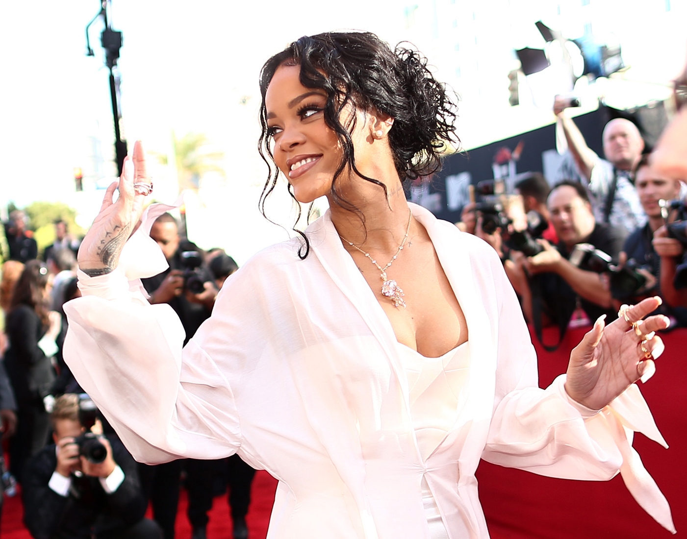 c0534300669c18 Rihanna Silences Body Shamers With Perfect Gucci Mane Meme – Rolling ...
