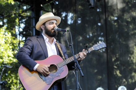 951bb91f43b0 Hear Drew Holcomb, Chris Shiflett on 'Walking the Floor' Podcast ...