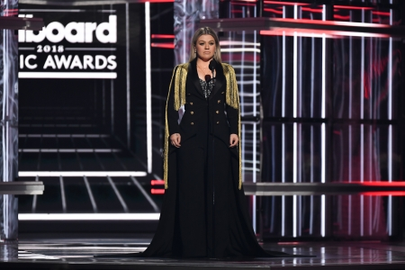 Kelly Clarkson Urges Action At Bbmas After Texas School Shooting Rolling Stone