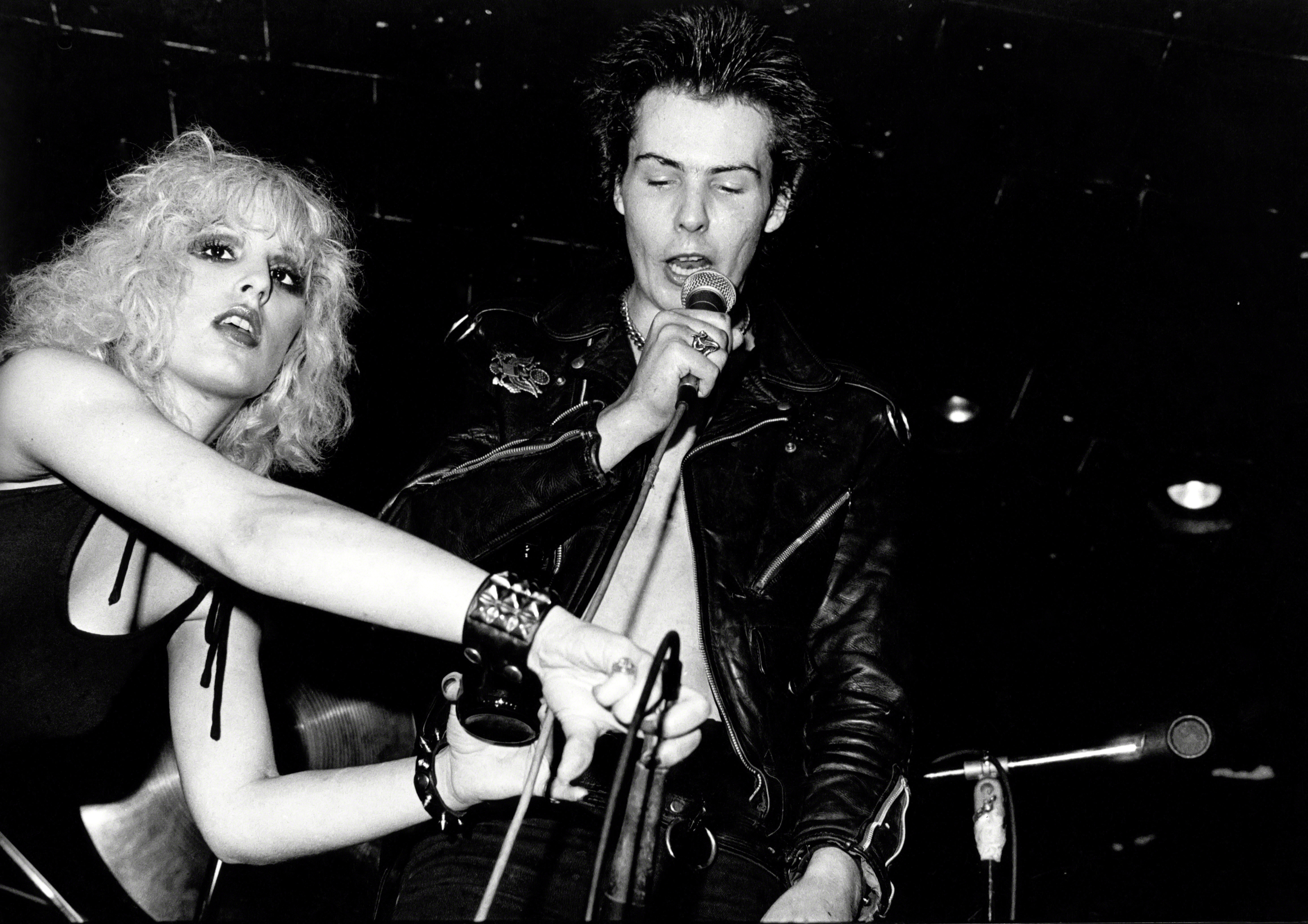 Nancy Spungen Found Dead, Sid Vicious Charged with Murder