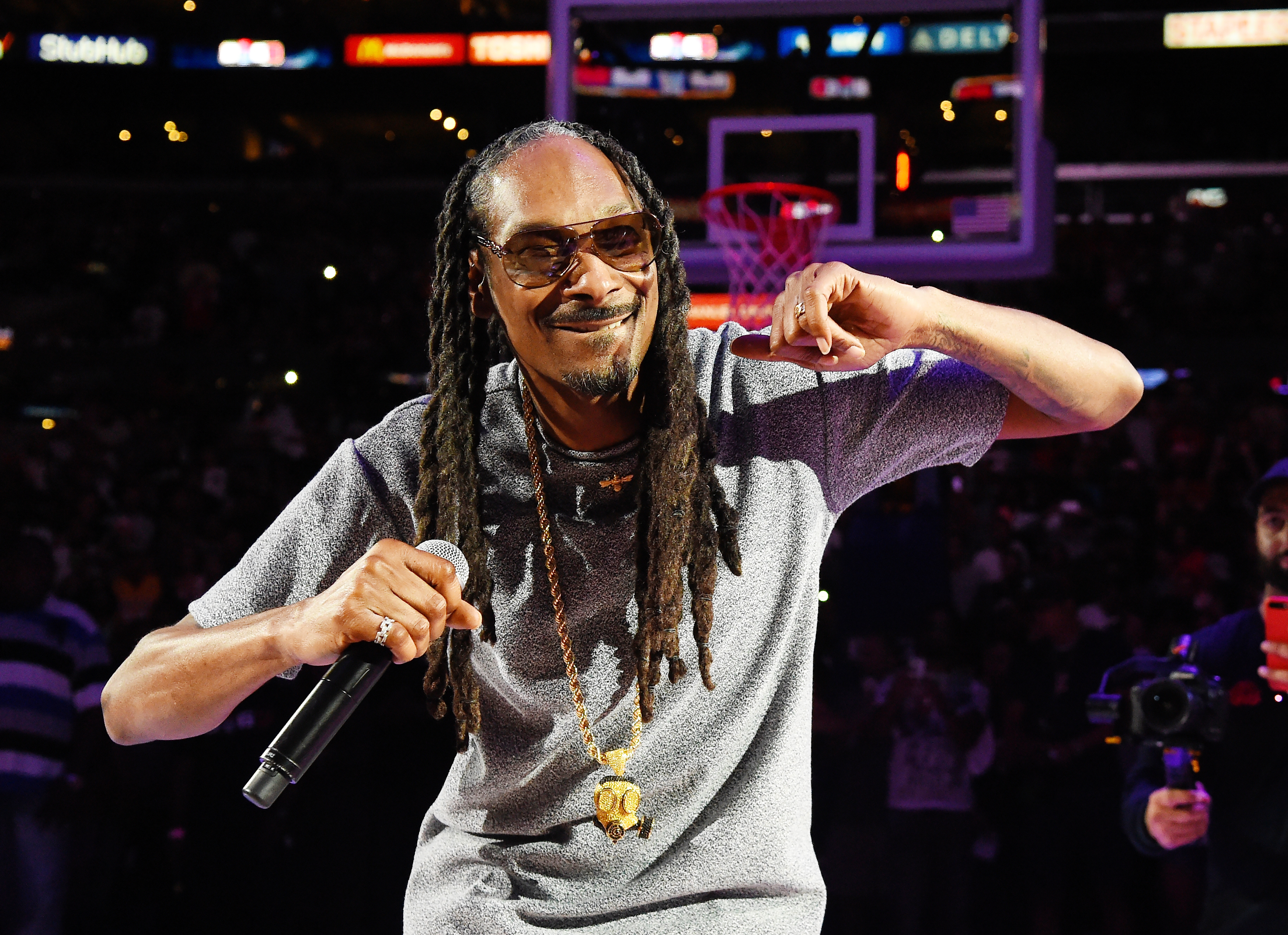 Snoop Dogg Previews New Ep With Make America Crip Again Song Rolling Stone