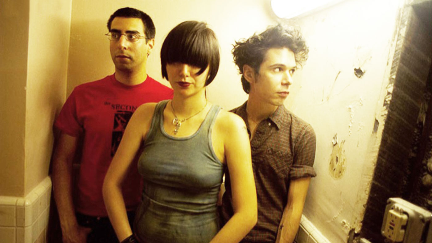 7bb47658ed92 Yeah Yeah Yeahs   Fever to Tell   10 Things You Didn t Know ...