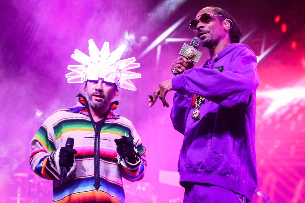INDIO, CA - APRIL 13: Jamiroquai (L) and Snoop Dogg perform onstage during the 2018 Coachella Valley Music And Arts Festival at the Empire Polo Field on April 13, 2018 in Indio, California. (Photo by Rich Fury/Getty Images for Coachella)