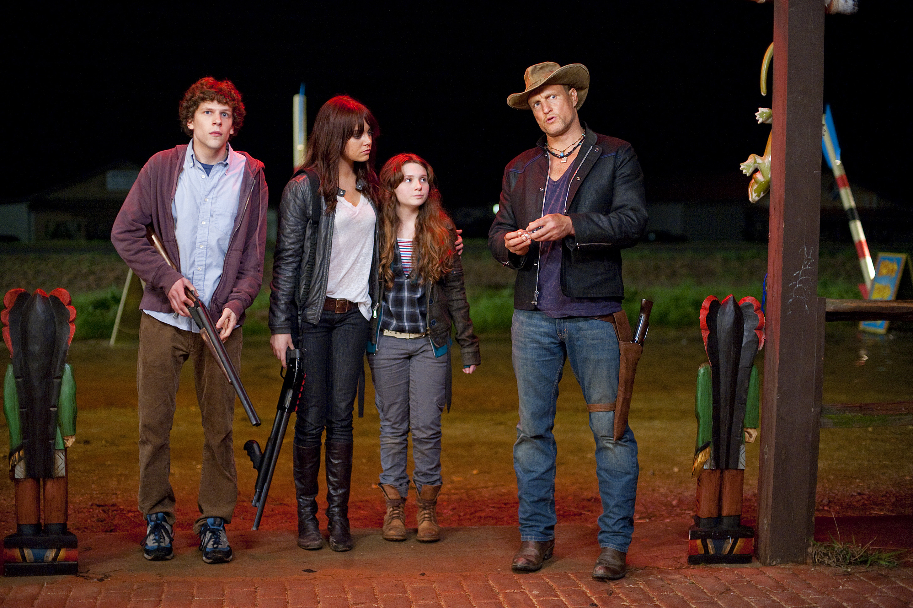 ZOMBIELAND, from left: Jesse Eisenberg, Emma Stone, Abigail Breslin, Woody Harrelson, 2009. Ph: Glen Wilson/©Columbia Pictures/Courtesy Everett Collection