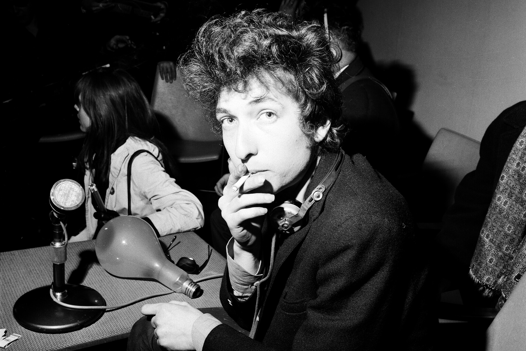 Bob Dylan at a press conference, London, 1965. (Photo by Stanley Bielecki/ASP/Getty Images)