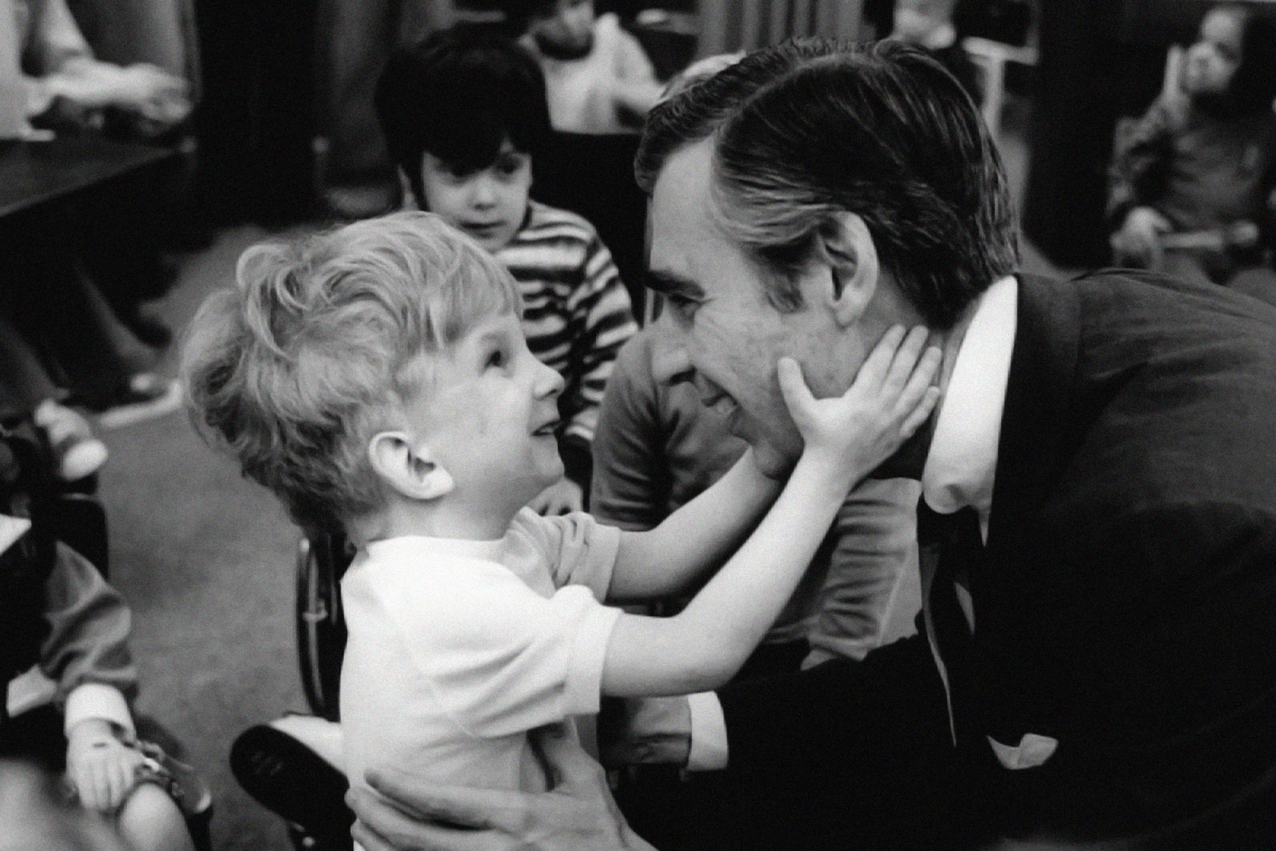 Review Mister Rogers Movie A Beautiful Day In The Neighborhood Rolling Stone
