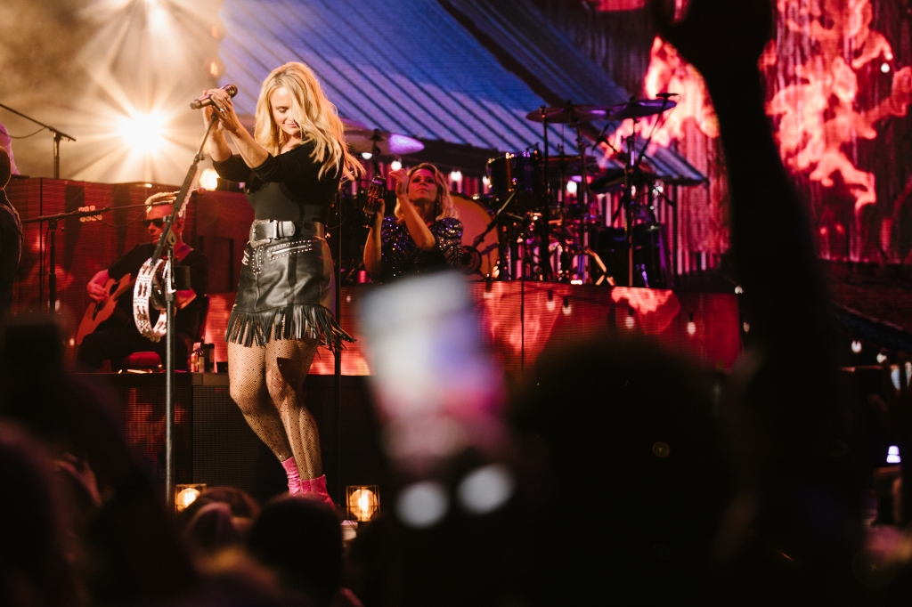 """Indianapolis, you showed up in style!"" says Miranda Lambert."
