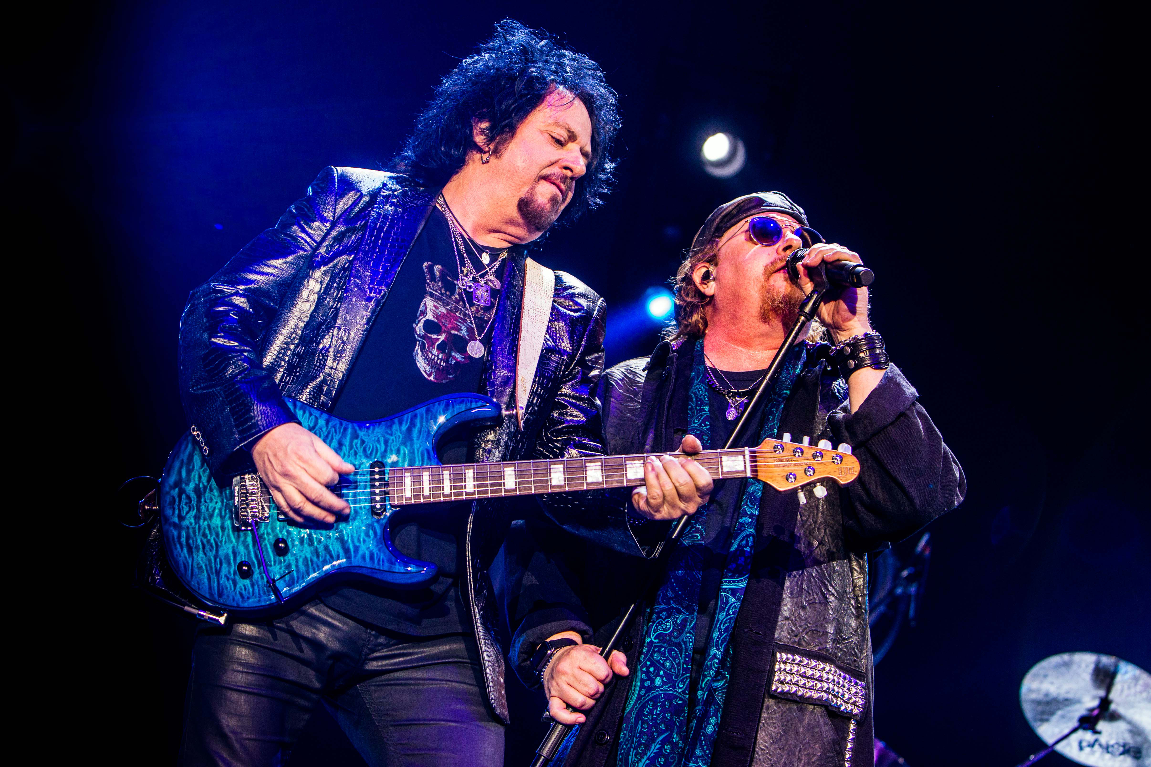 Watch Toto Cover Weezer\'s \'Hash Pipe\' At Vancouver Tour Launch ...