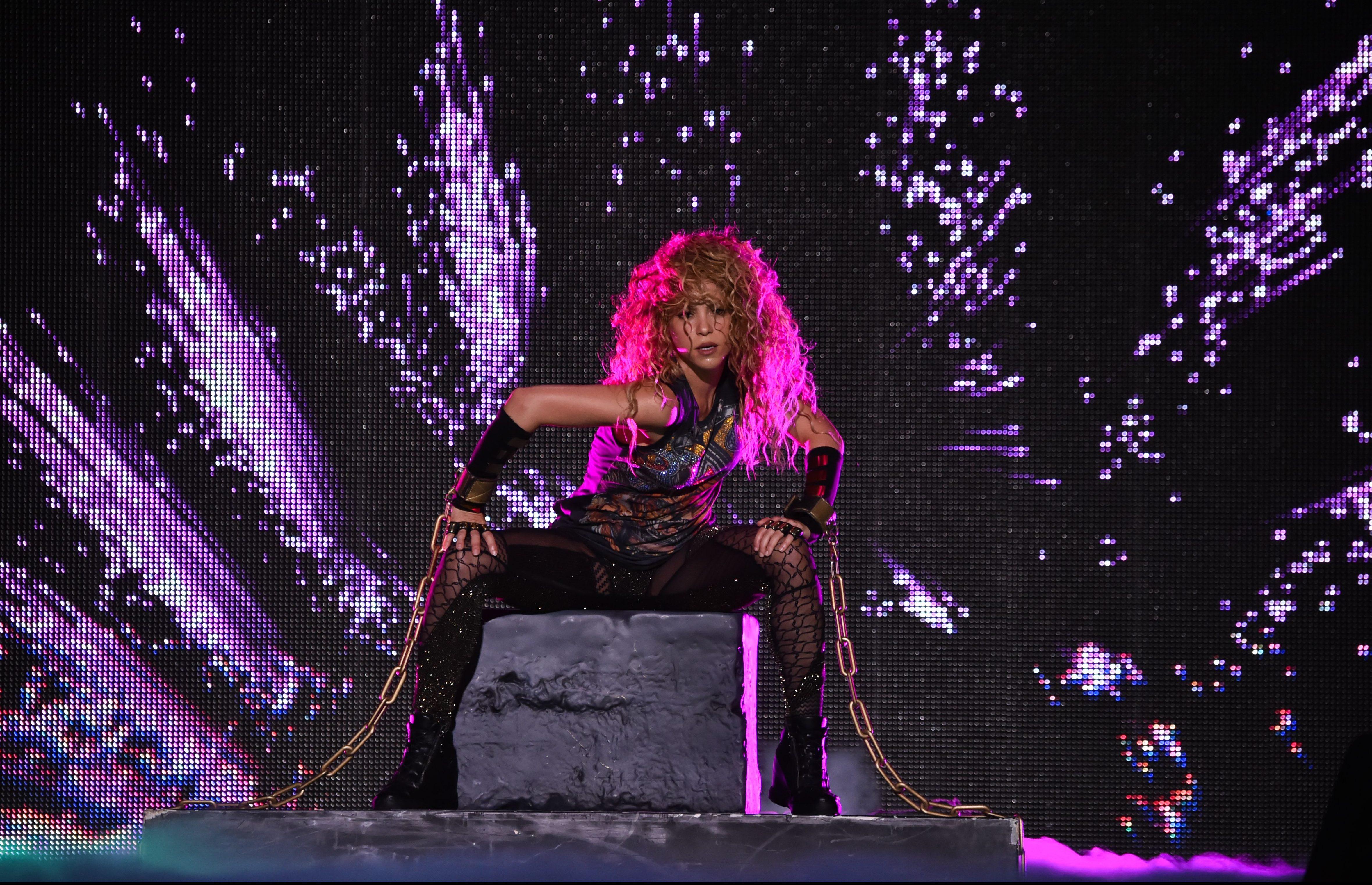 Shakira Rocks, Body Rolls at New York Stop of El Dorado World Tour