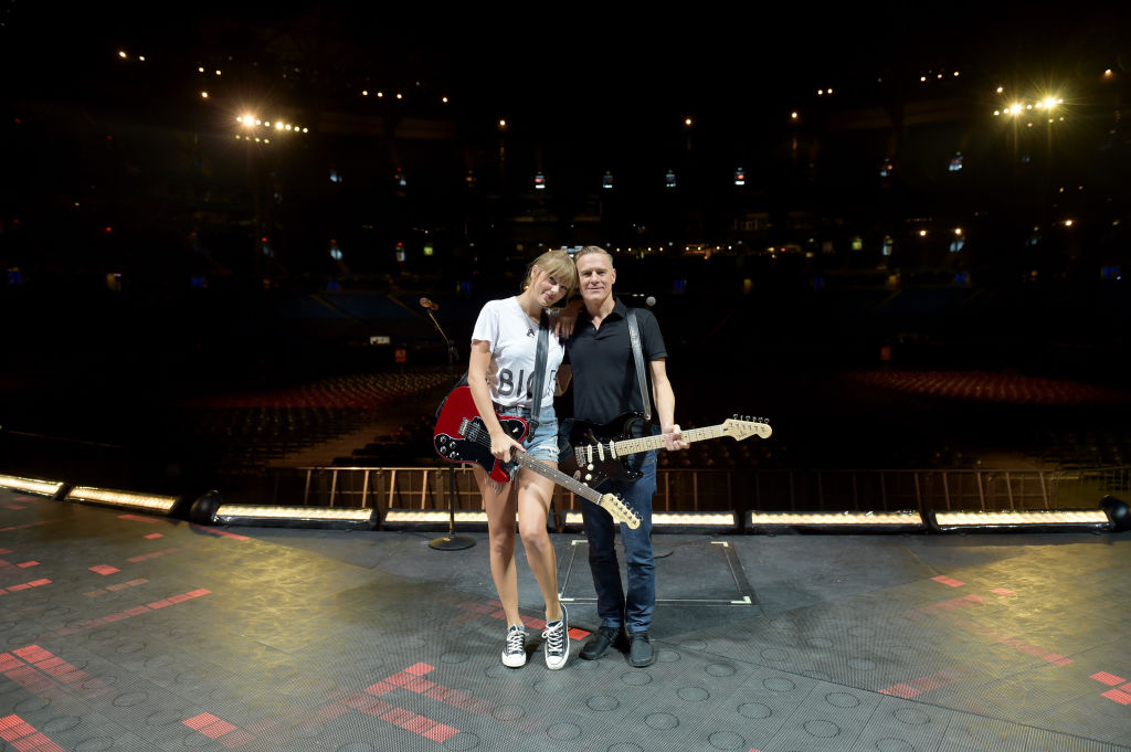 Watch Taylor Swift Perform Summer Of 69 With Bryan Adams In