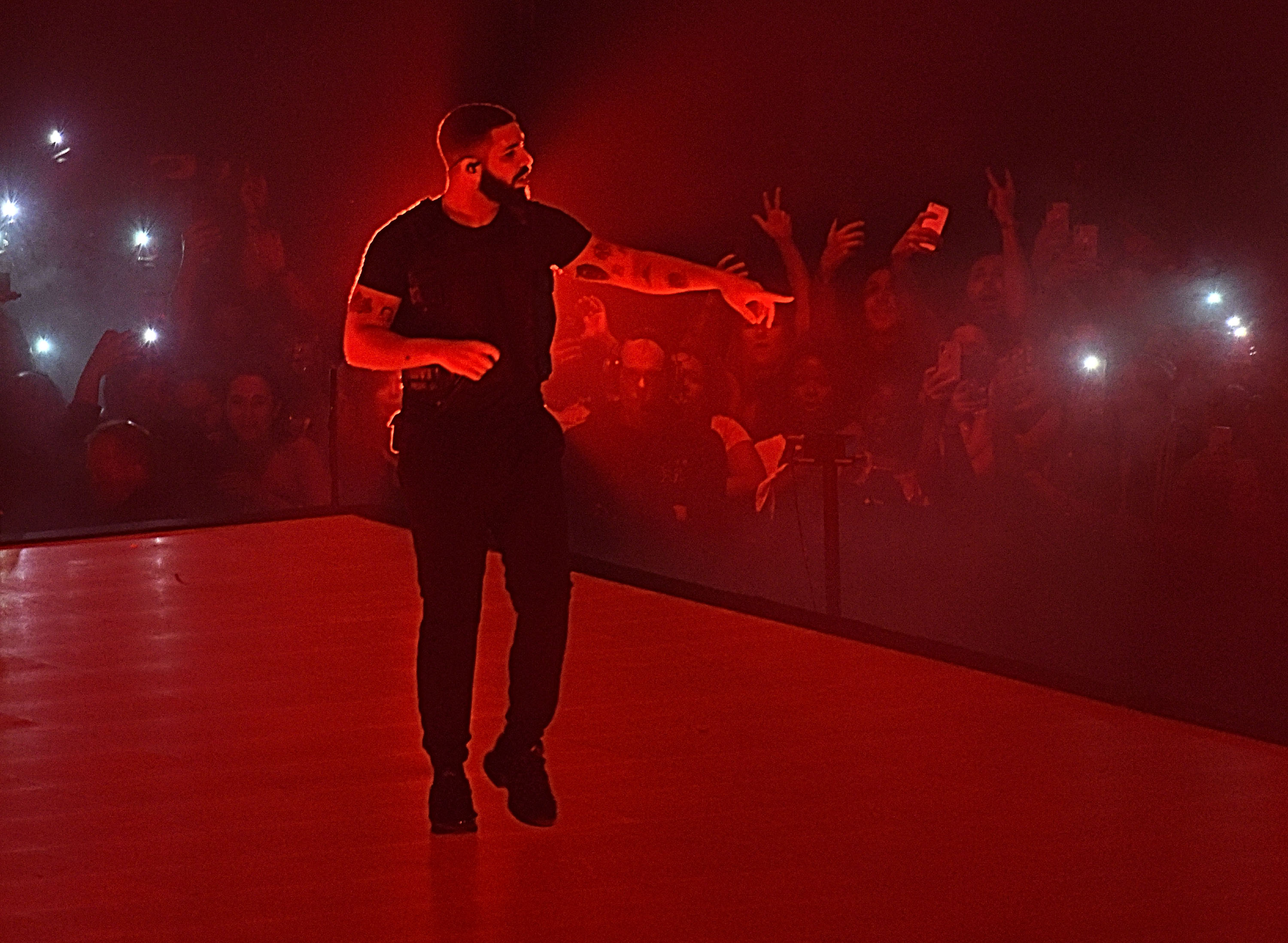 NEW YORK, NY   AUGUST 25: Drake Performs Onstage At Madison Square Garden On