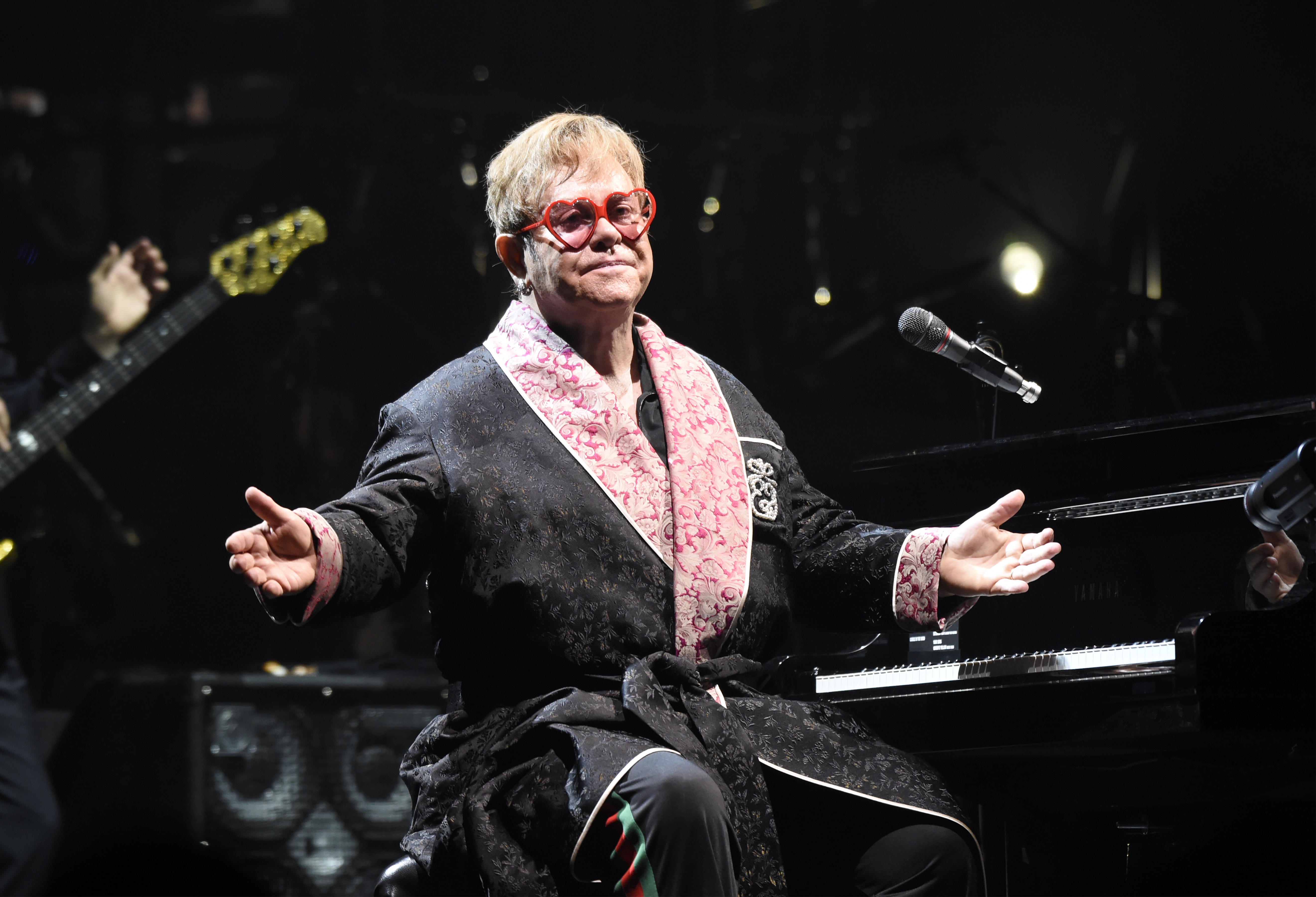 Elton John Farewall Yellow Brick Road Concert Review Set List Short Circuit Bluray Front Row Reviews Rolling Stone
