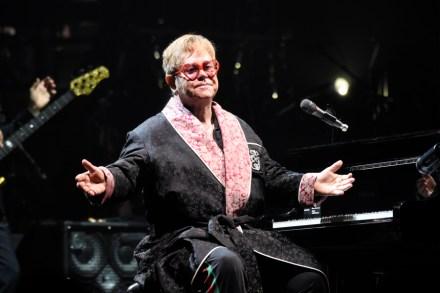 Elton John: Farewall Yellow Brick Road Concert Review, Set