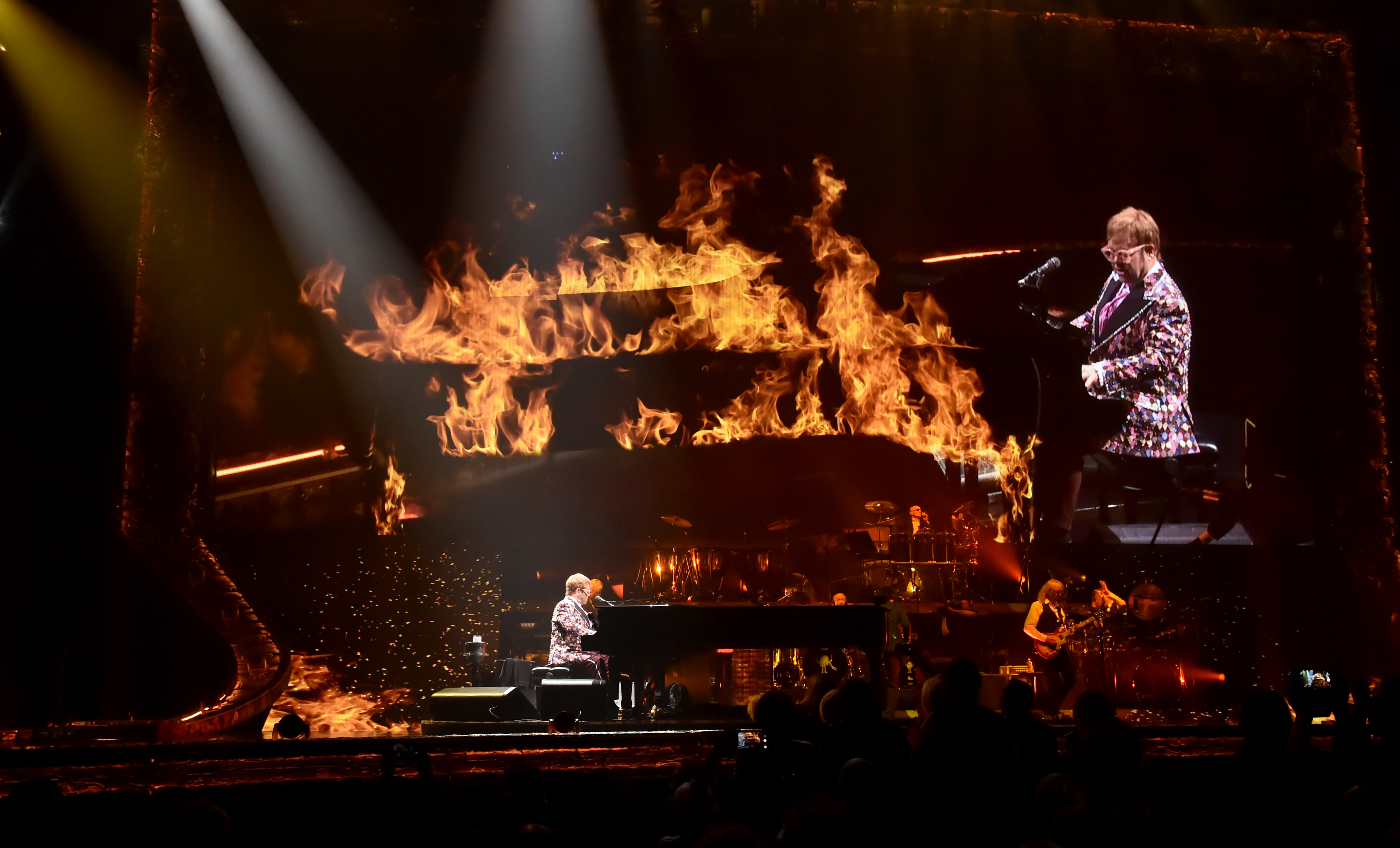 Elton John: Farewall Yellow Brick Road Concert Review, Set