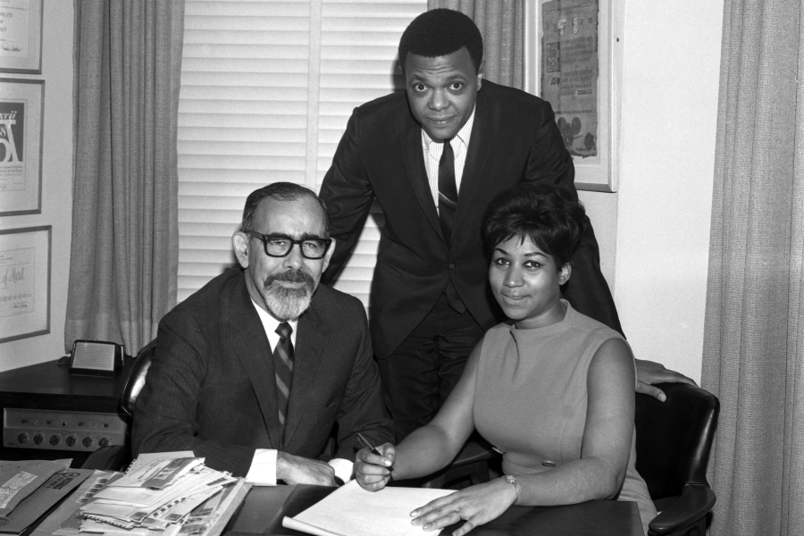NEW YORK - NOVEMBER 21:  Soul singer Aretha Franklin signs her contract with Atlantic Records (L-R Jerry Wexler, husband and manager Ted White and Aretha franklin) on November 21, 1966 in New York City, New York. (Photo by PoPsie Randolph/Michael Ochs Archives/Getty Images)