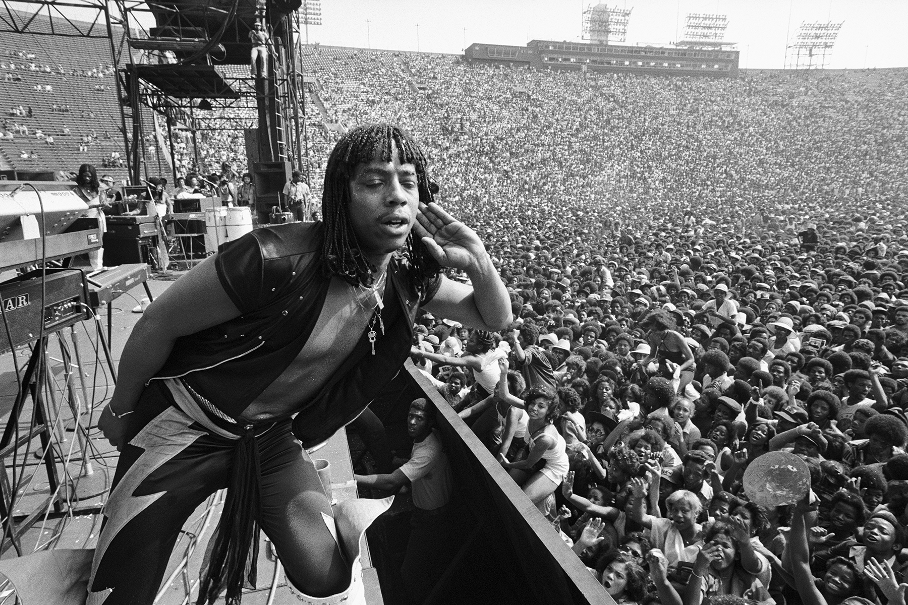 Iconic Photos by Bruce Talamon: From Chaka Khan and Stevie Wonder to Earth, Wind and Fire