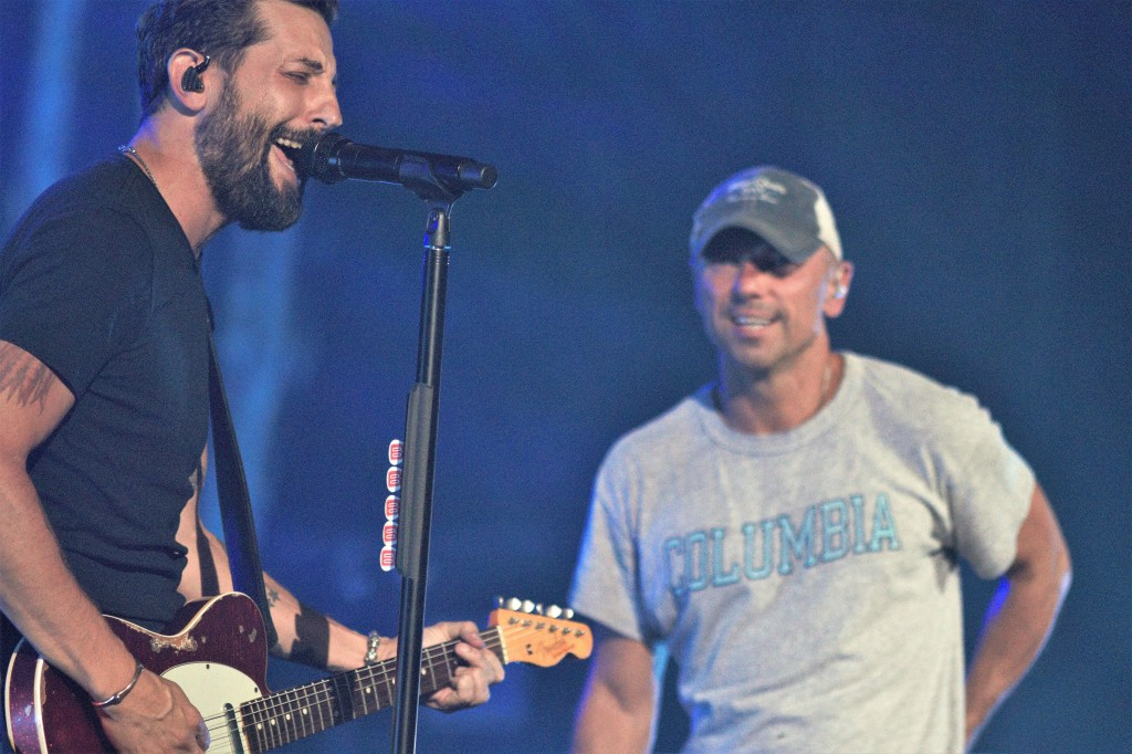 """Kenny Chesney's surprise appearance was even a surprise to Old Dominion, who had to re-start """"Save It for a Rainy Day"""" after launching into it in the wrong key."""