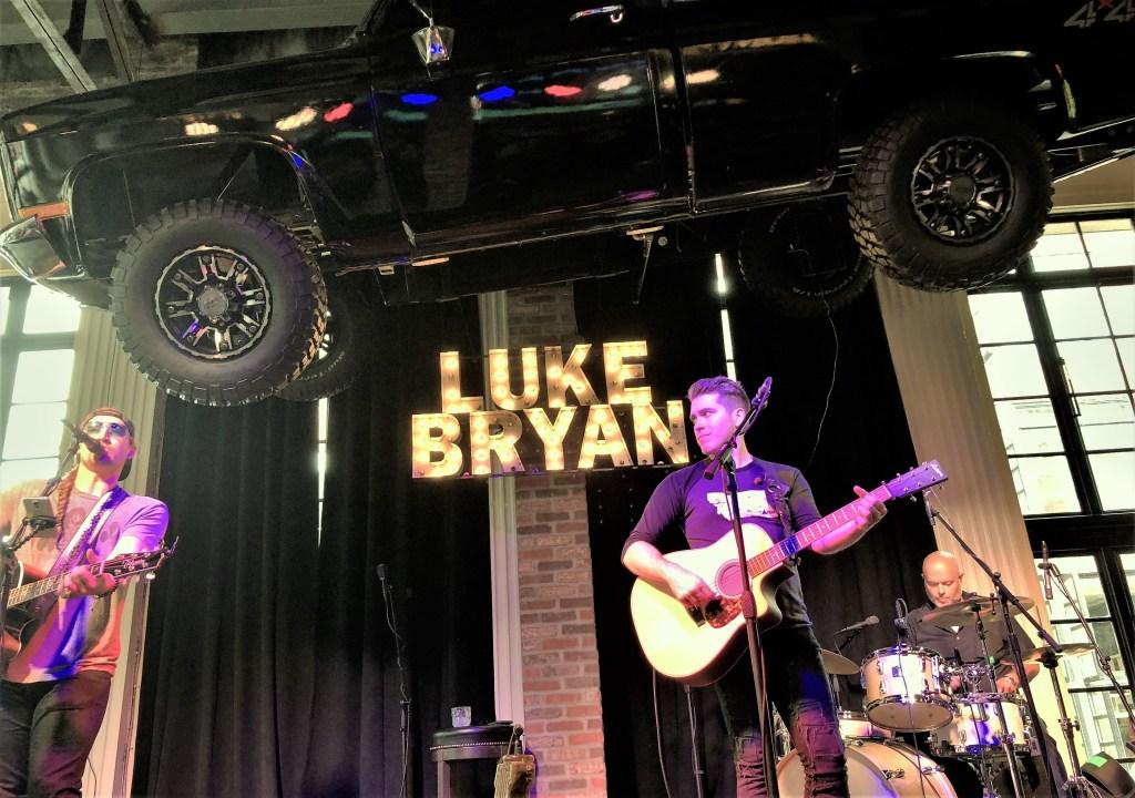 Luke's 32 Bridge Food and Drink