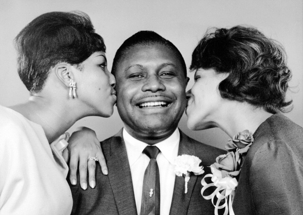 May 18, 1965 - Detroit, Michigan, U.S. - Pastor's Nightingales; His Daughters Soar to Fame on Night Club Circuit -- A gentle peck for Pastor C. L. FRANKLIN from daughters ARETHA, 22 (left) and CAROLYN. (Credit Image: © Ed Haun/Detroit Free Press via ZUMA Wire)