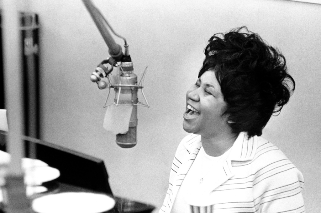 "NEW YORK - JANUARY 10: Queen of soul Aretha Franklin during ""The Weight"" recording session in the Atlantic Records recording studio on January 10, 1969 in New York City, New York. (Photo by Michael Ochs Archives/Getty Images)"