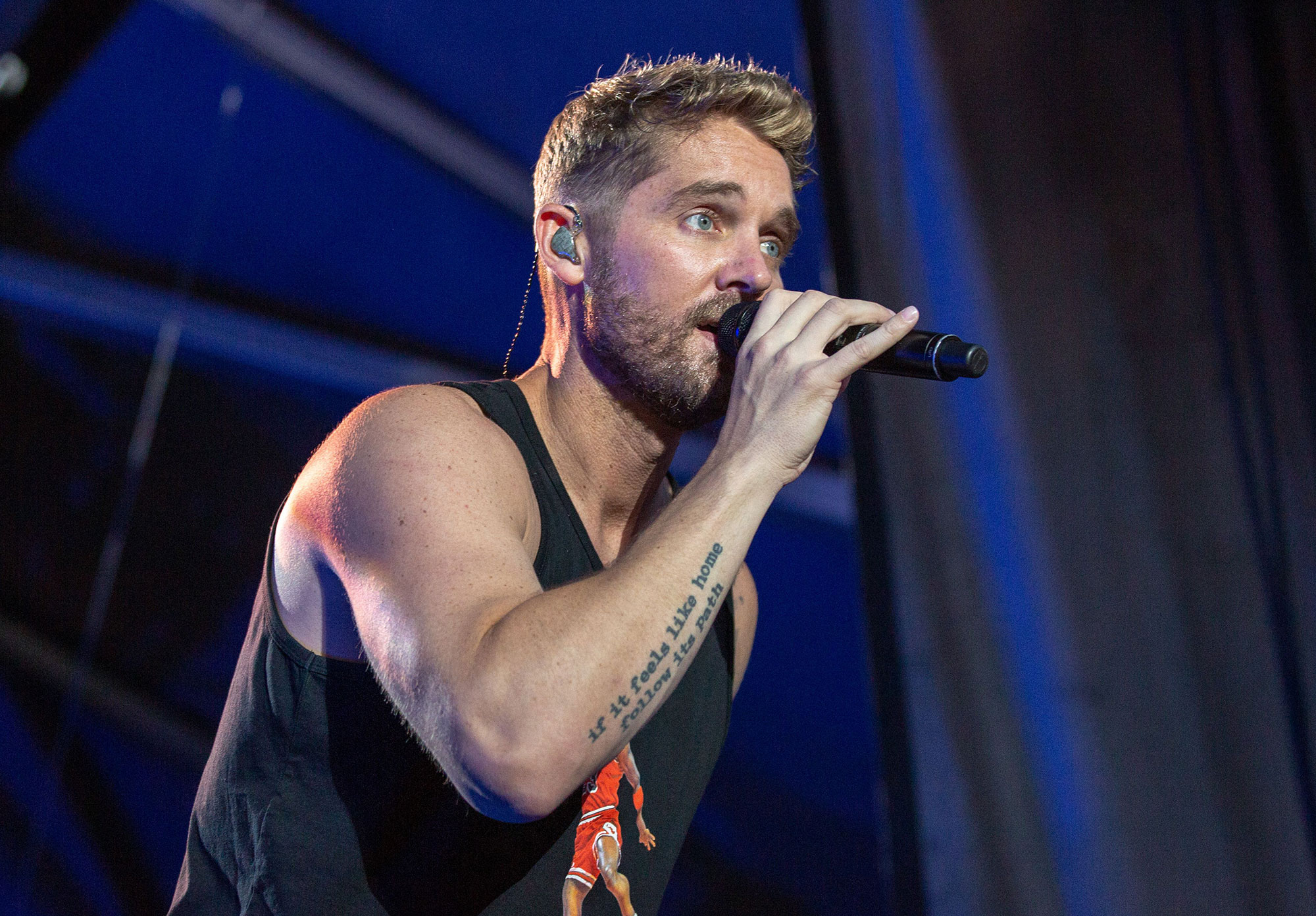 Watch Brett Young Performs Mercy Live At The Opry New Country 923