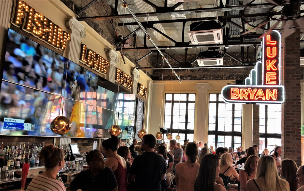 In addition to the performing stage, the lower level of 32 Bridge boasts a giant television wall behind the bar.