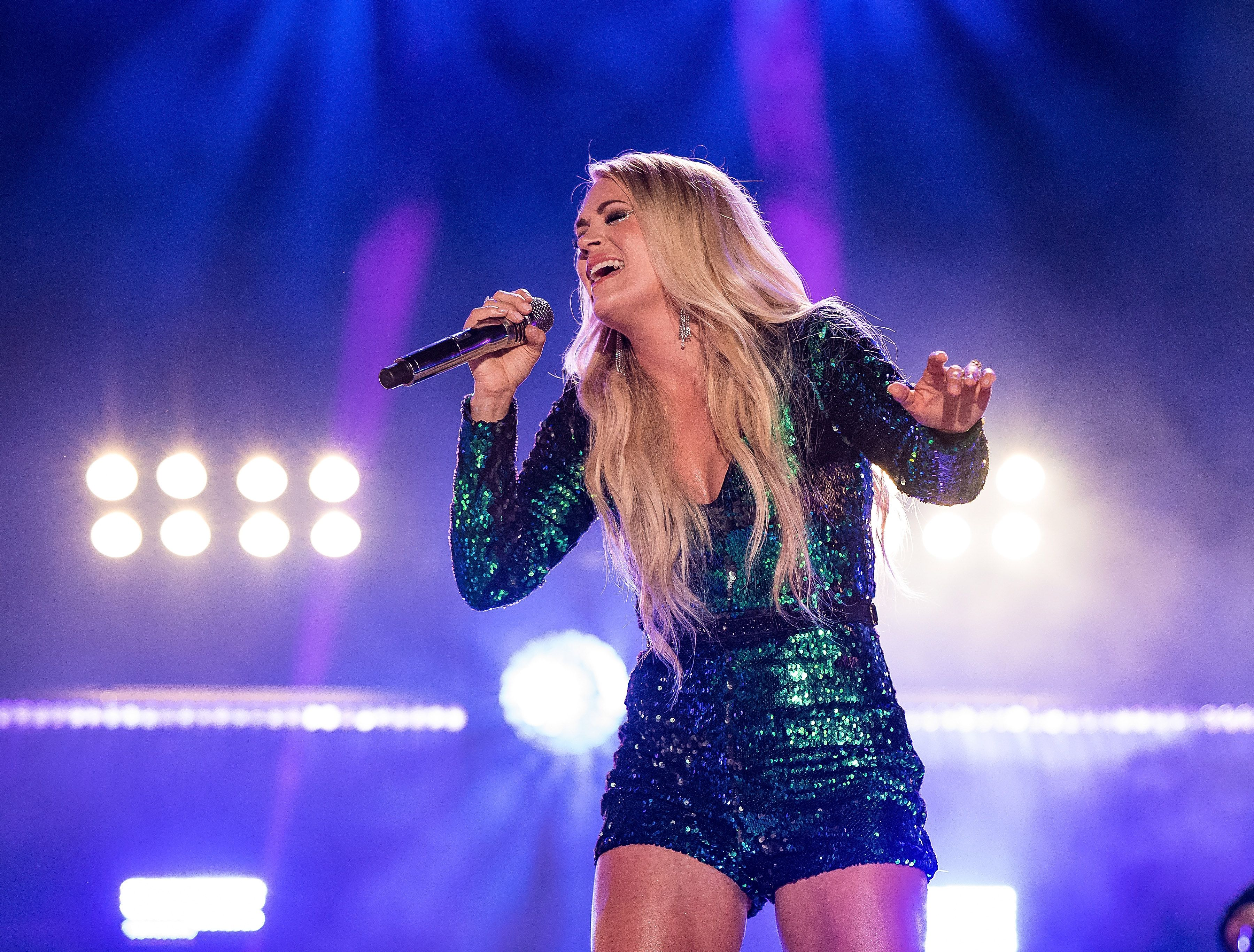 On the Charts: Carrie Underwood Makes Country Music History as ?Cry Pretty? Hits Number One