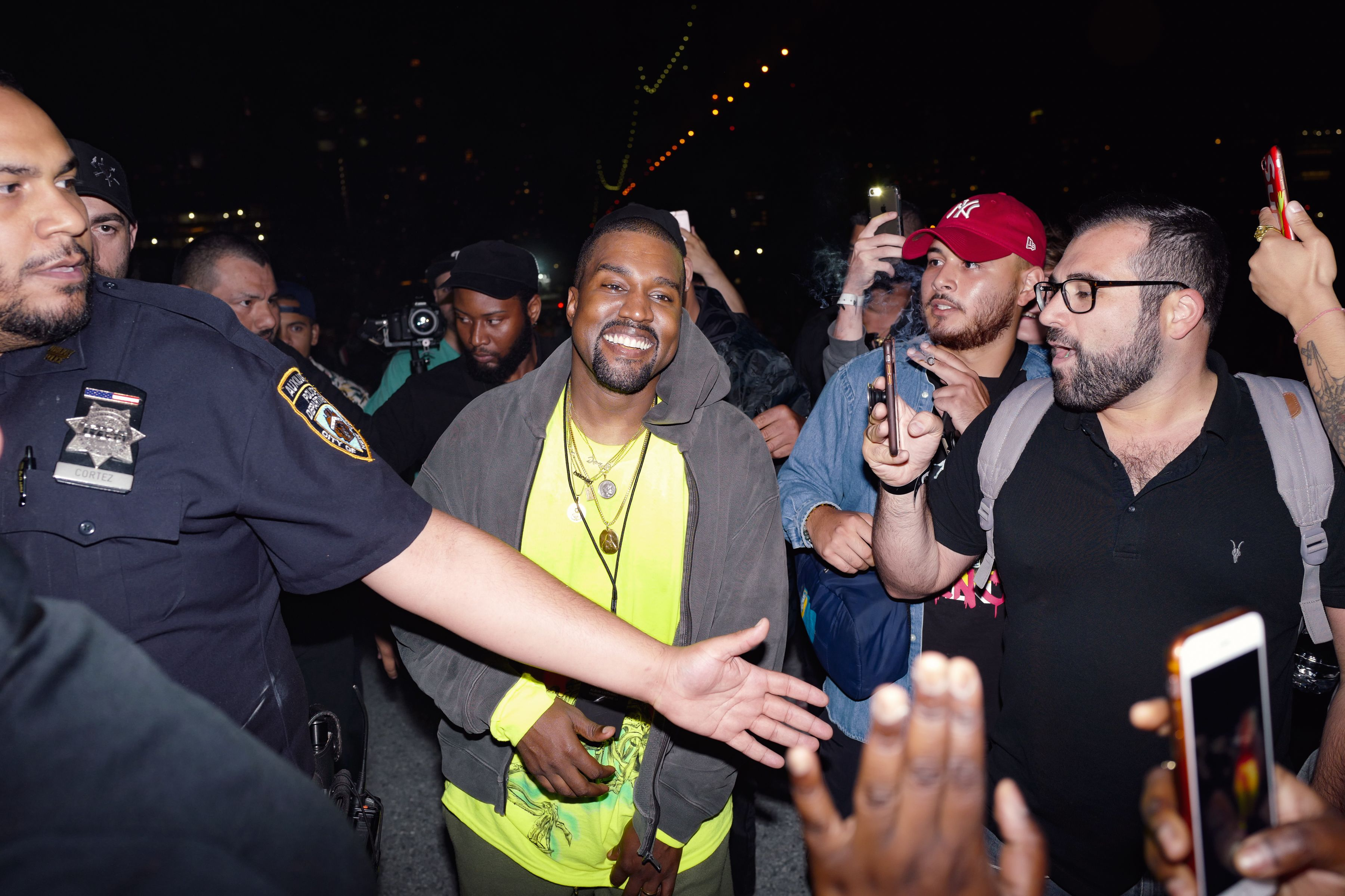 9dfe89cb1e68 Kanye West Apologizes to Drake Over  Lift Yourself  Beat