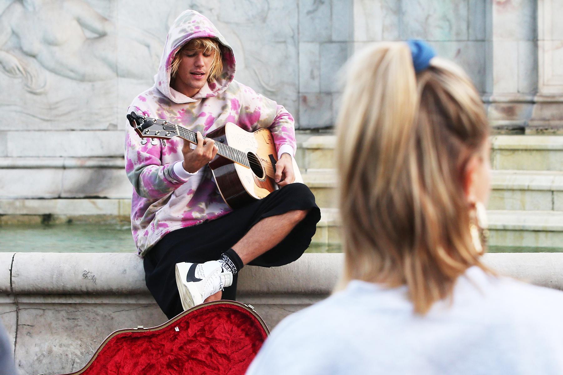 Watch Justin Bieber Serenade Fiancee Hailey Baldwin in London
