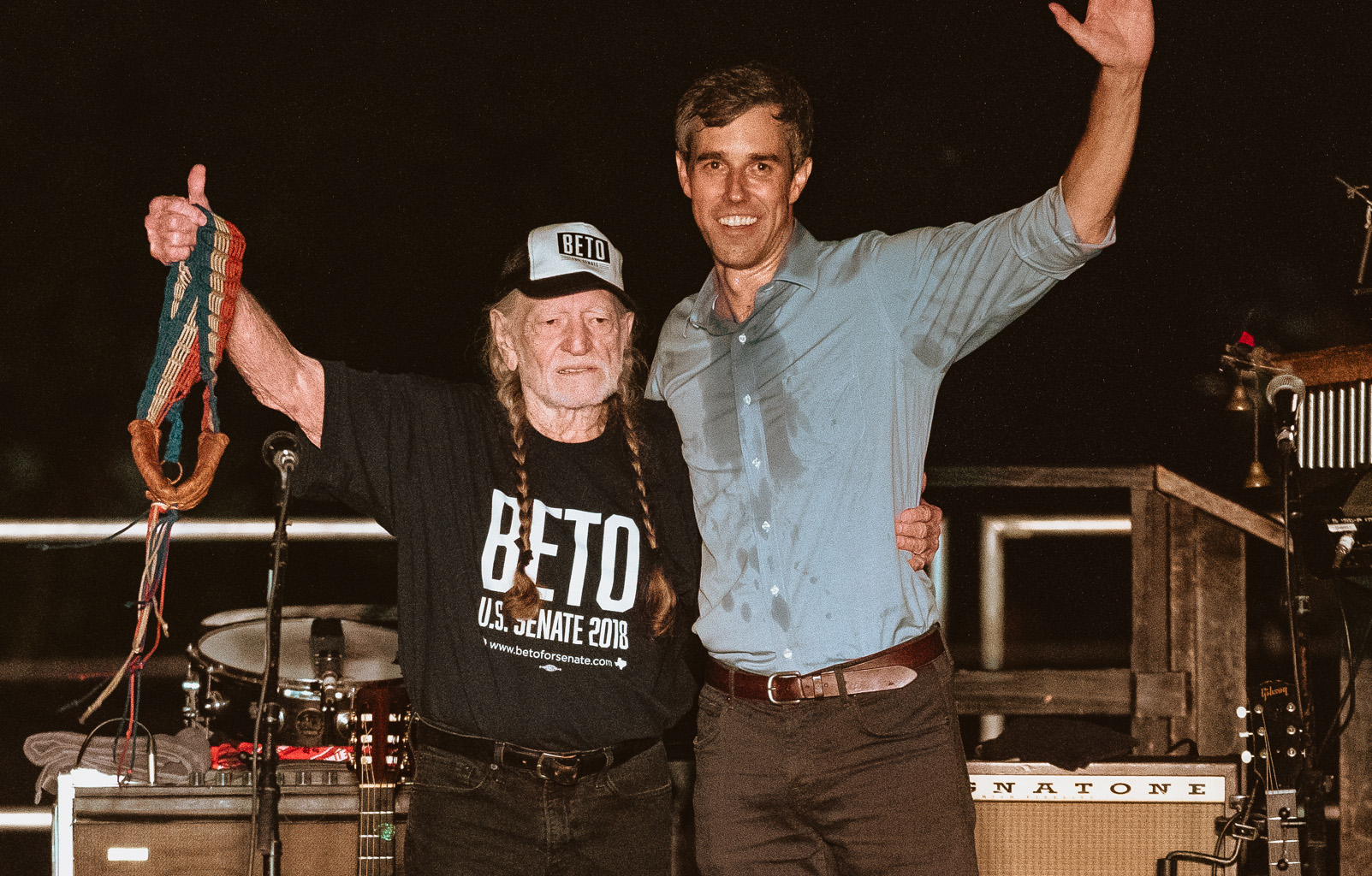 77f9bb32 Willie Nelson Plays Outlaw Staples at Beto O'Rourke Rally in Austin ...