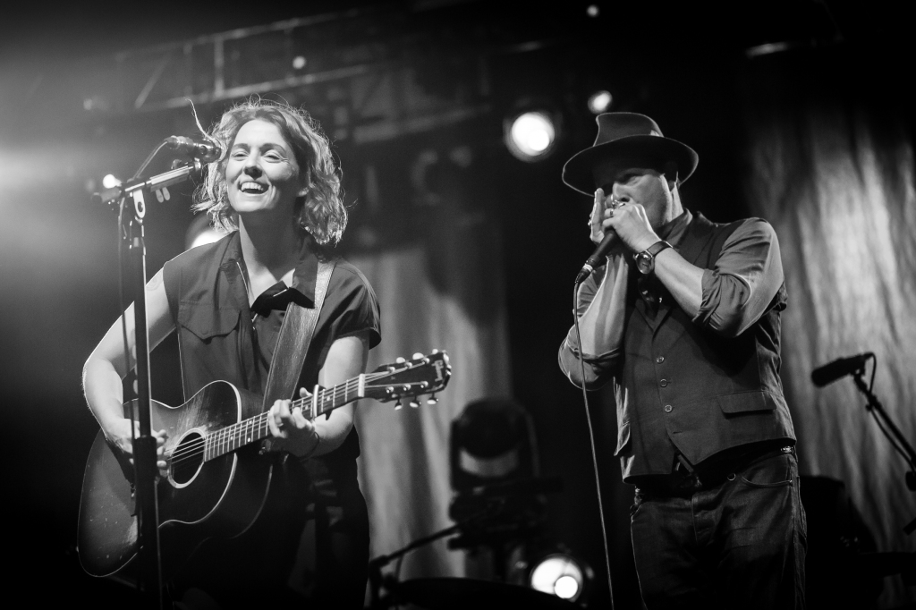 Event organizer and veteran rock photographer, Danny Clinch joins Brandi Carlile on stage.