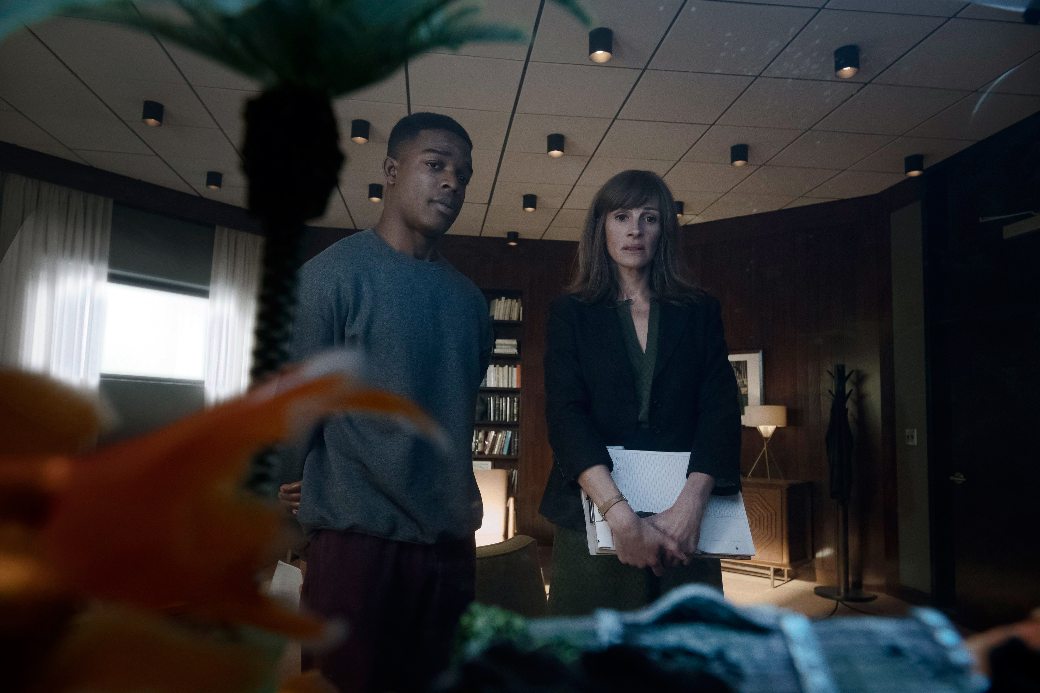 homecoming review julia roberts anchors gripping thriller