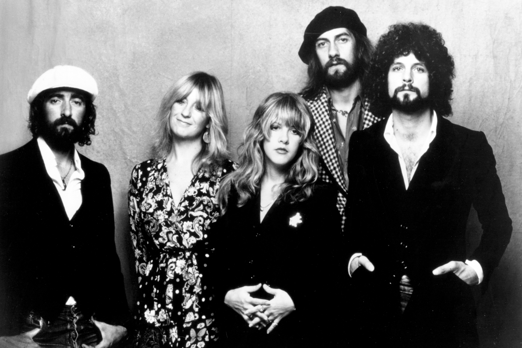 """1975: (L-R) John McVie, Christine McVie, Stevie Nicks, Mick Fleetwood, and Lindsey Buckingham of the rock group """"Fleetwood Mac"""" pose for a portrait in 1975. (Photo by Michael Ochs Archives/Getty Images)"""