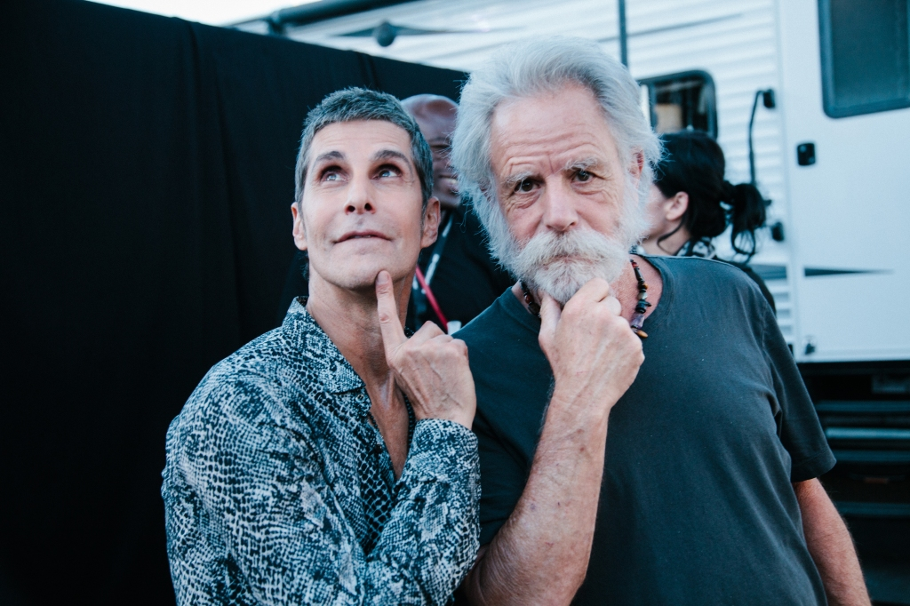 Perry Farrell and Bob Weir pose for the camera.
