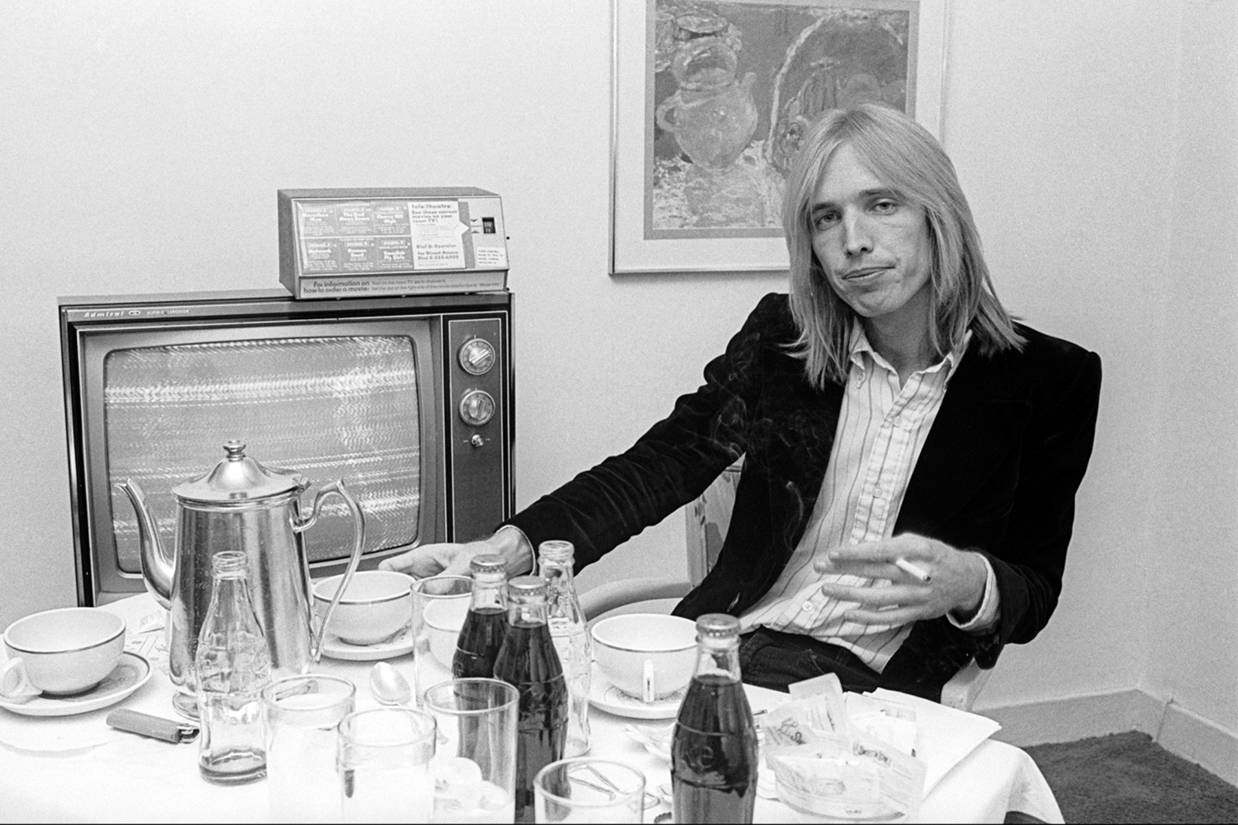Portrait of American musician Tom Petty in his hotel room, New York, New York, October 7, 1977. (Photo by Allan Tannenbaum/Getty Images)