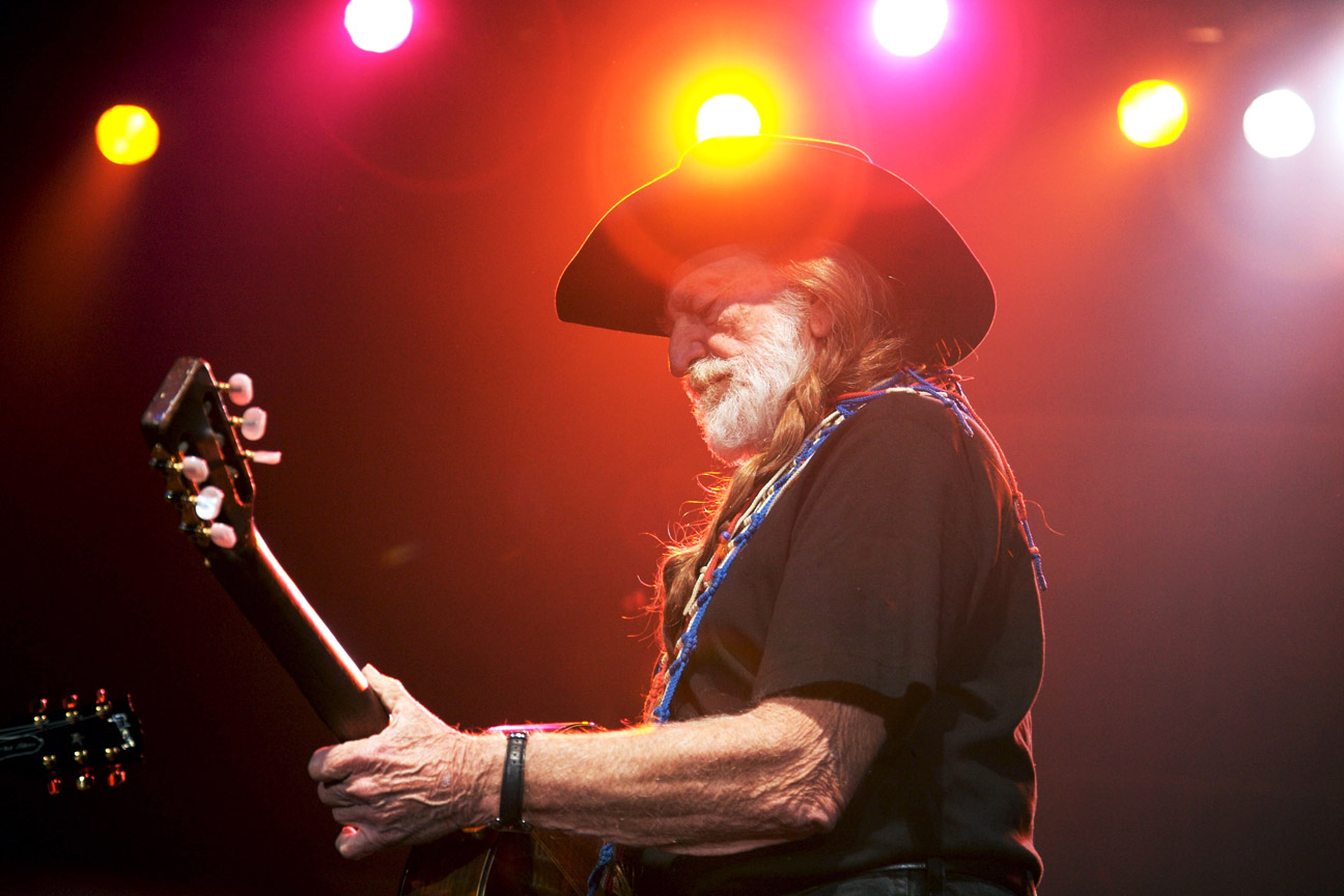 Flashback: Willie Nelson Brings Fellow Legends to Tears With ?Funny How Time Slips Away?