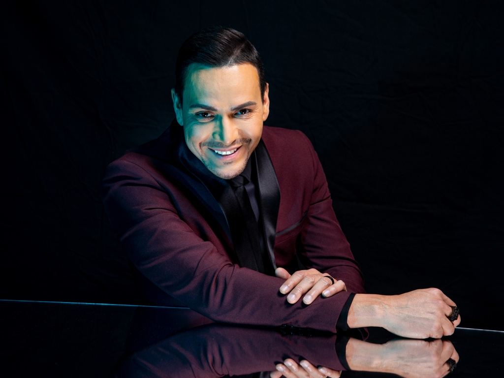 Victor Manuelle poses for a portrait backstage at the 19th annual Latin Grammy Awards at the MGM Garden Arena on November 15, 2018 in Las Vegas, NV.