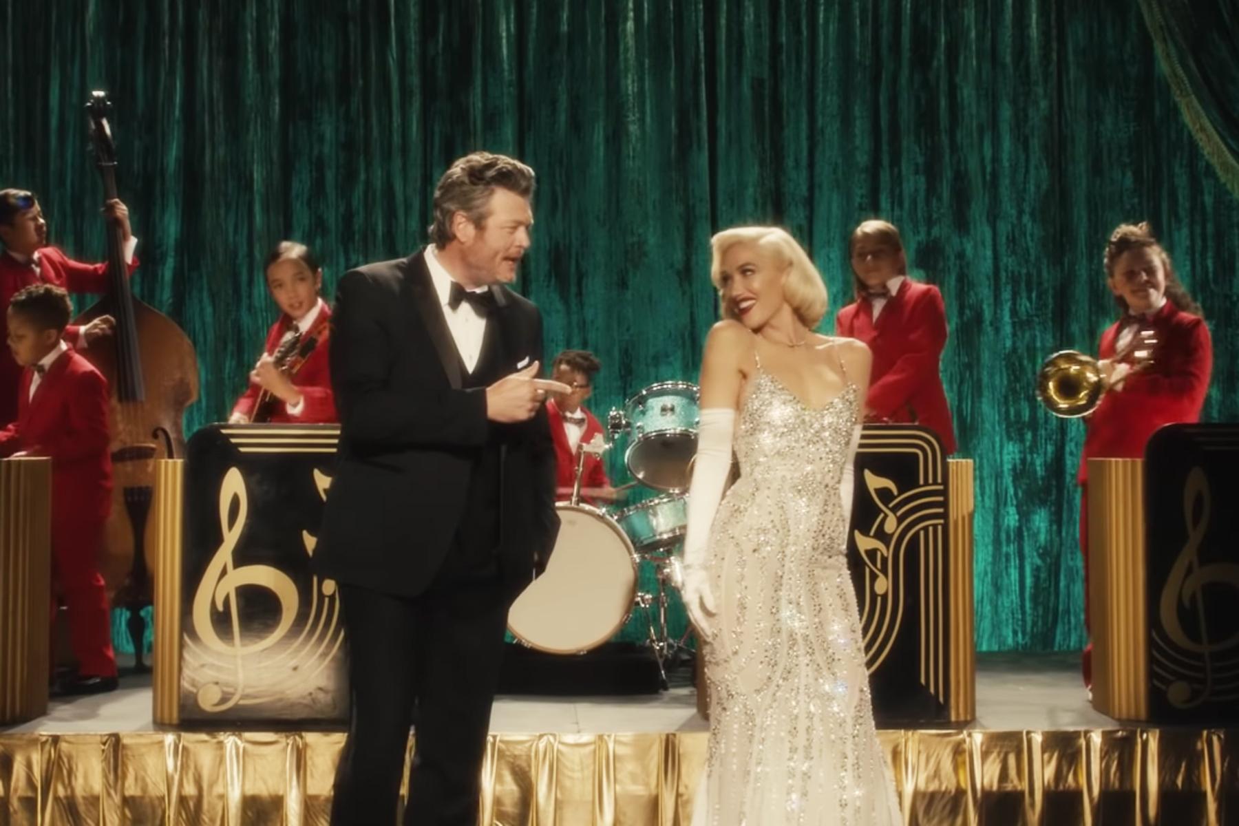 Blake Shelton Gwen Stefani Christmas Special 2020 Gwen Stefani, Blake Shelton: 'You Make It Feel Like Christmas