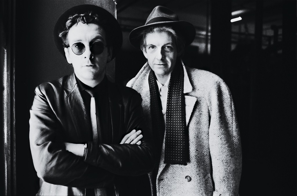 British singer-songwriters Elvis Costello (left) and Nick Lowe, London, 1986. (Photo by Estate Of Keith Morris/Redferns/Getty Images)