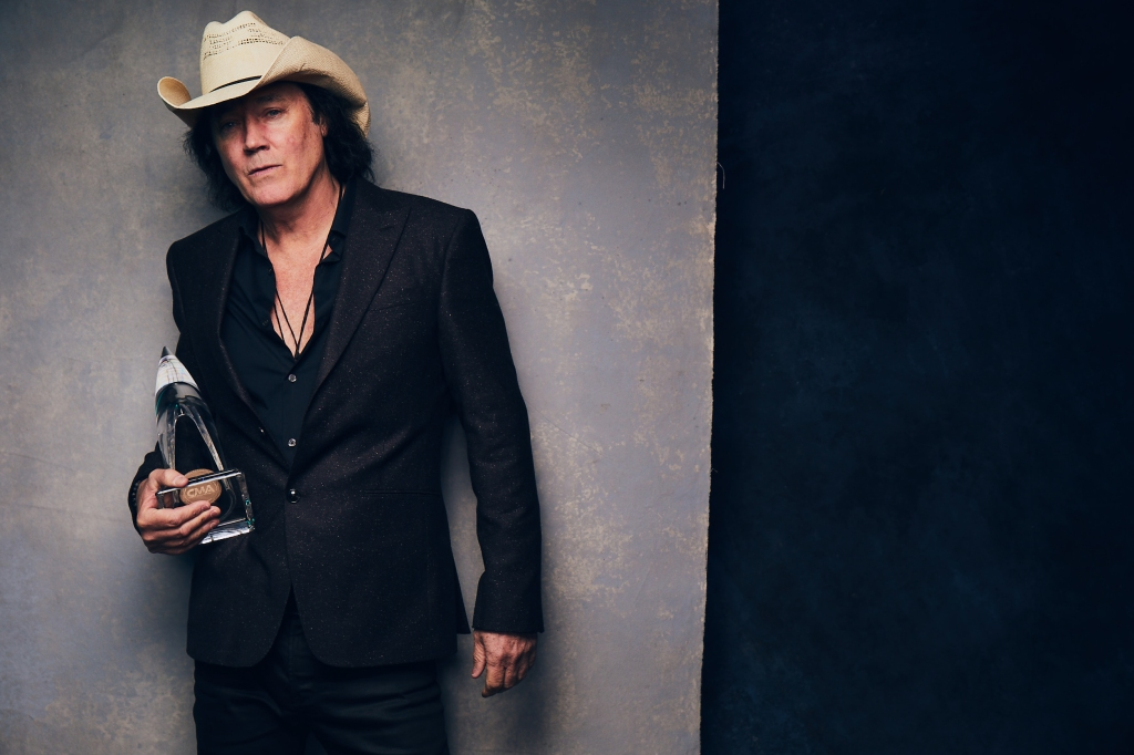 """Dust on the Bottle"" singer David Lee Murphy won his first CMA Award for Musical Event of the Year, thanks to the Kenny Chesney collaboration ""Everything's Gonna Be Alright."" (Credit: @greyland)"