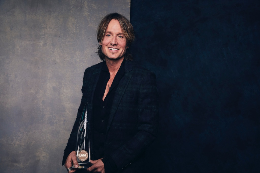 """Keith Urban was named CMA Entertainer of the Year for the first time since 2005, saying """"I just feel very, very blessed, very grateful that I get to do what I do."""" (Credit:@greyland)"""