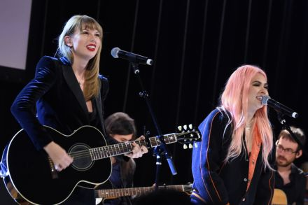 See Taylor Swift's Surprise 'Delicate' Performance With