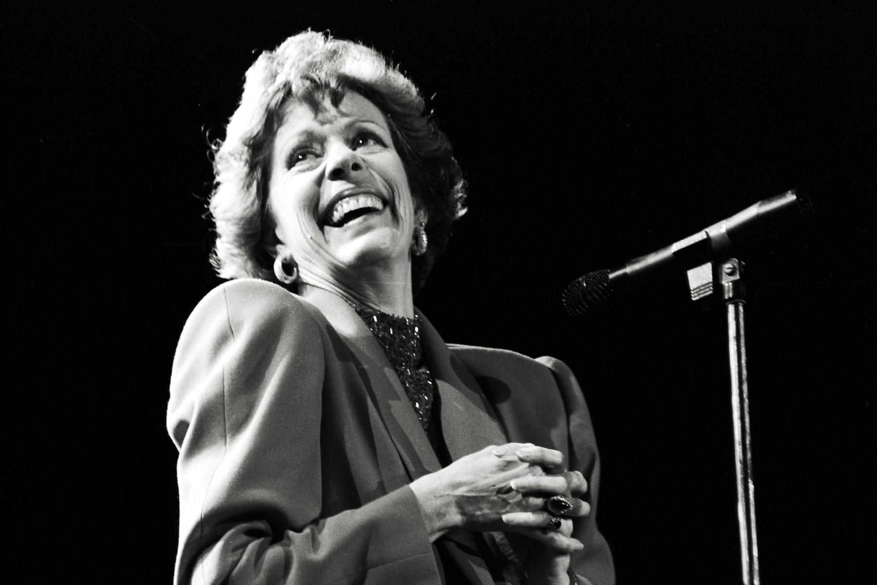 Carol Burnett to Receive Eponymous Golden Globes Special Achievement Award