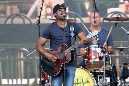 Hootie And The Blowfish Tour 2020.Hootie And The Blowfish Announce 2019 Group Therapy Tour