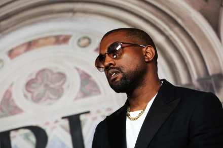 """Kanye West Reignites Feud With Drake Over Sample And """"Sicko"""