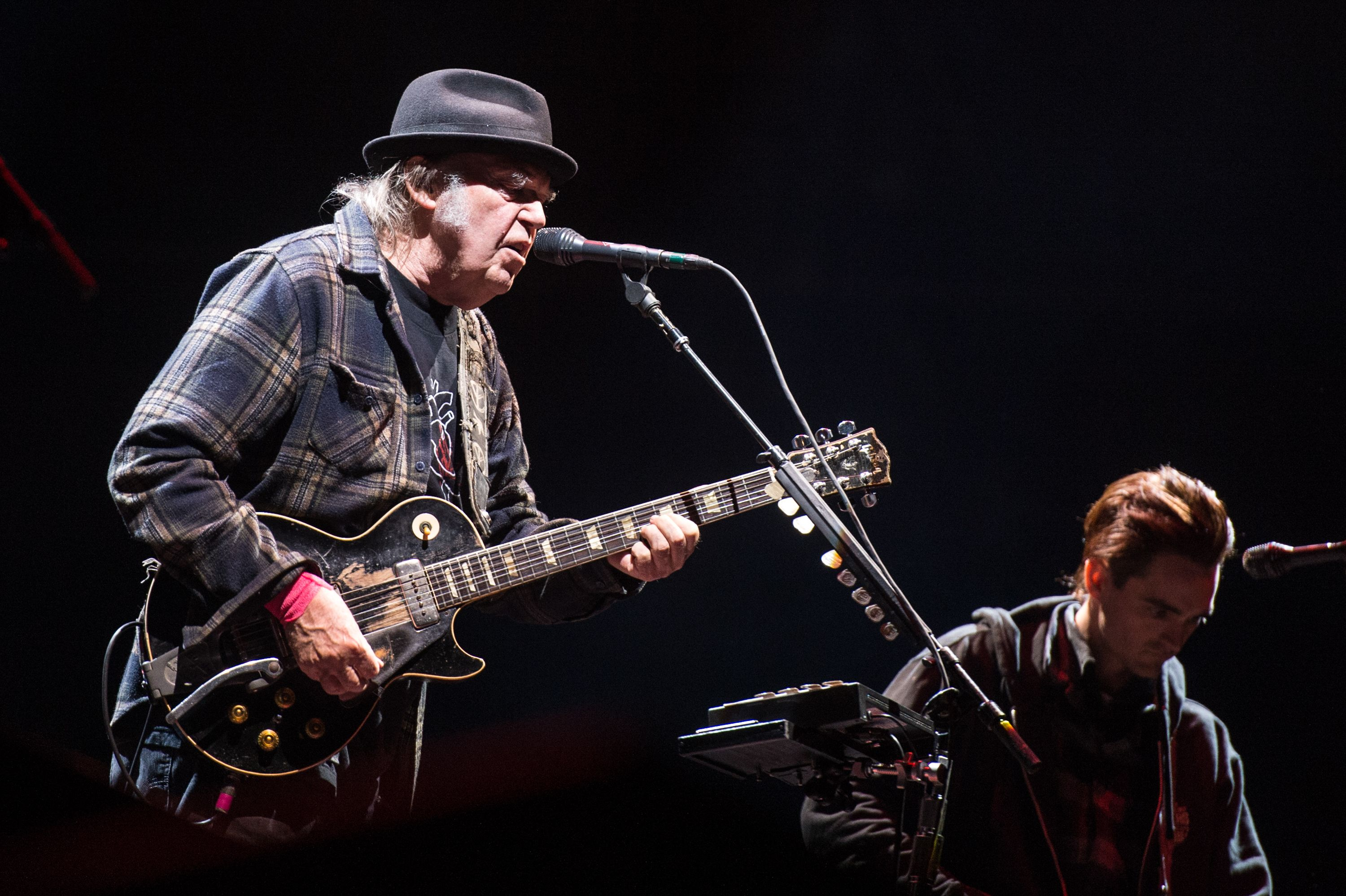 Neil Young Decries 'Massive F-ckup' Around Bob Dylan Hyde Park Show
