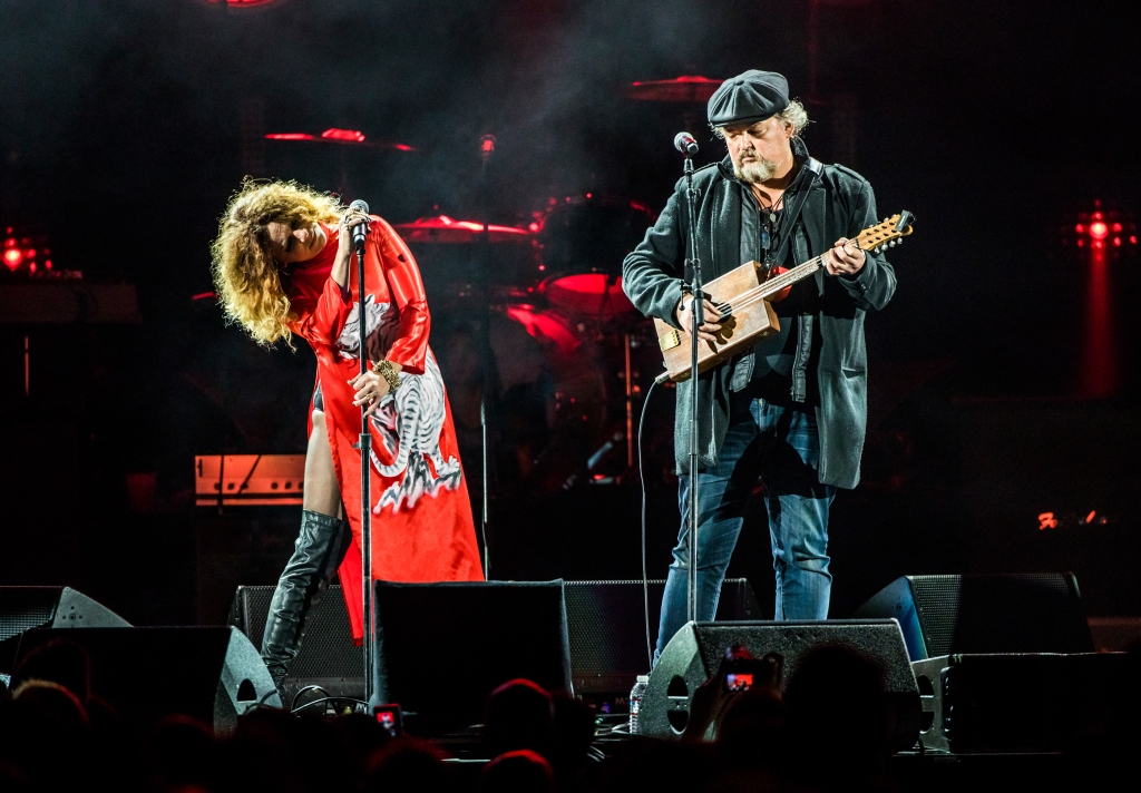 "Nikka Costa & Alain Johannes perform during the ""I am the Highway: A Tribute to Chris Cornell"" tribute concert at the Forum in Los Angeles on January 16th, 2019."